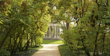 #5 non-touristy things to do in Madrid: Visit Parque El Capricho and enjoy French gardens, English landscape gardens and the Italian giardino.